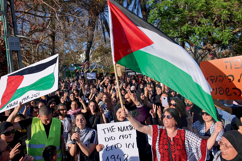 TENSÃO -Árabes-israelenses protestam em Jaffa: fim da convivência tranquila -