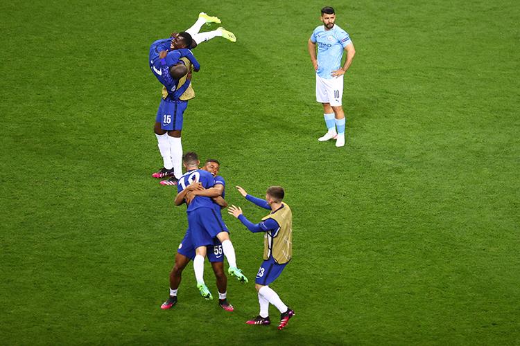 Jogadores do Chelsea comemoram o título da Liga dos Campeões contra o Manchester City -