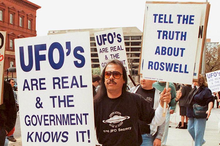 EM 1995 -Washington: manifestantes querem a verdade sobre ETs -