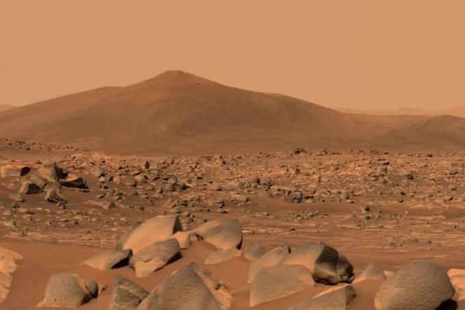 1-PIA24546-Mastcam-Z_Views_'Santa_Cruz'_on_Mars-a