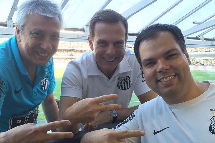 Bruno Covas na Vila Belmiro, torcendo pelo Santos, seu time de coração -