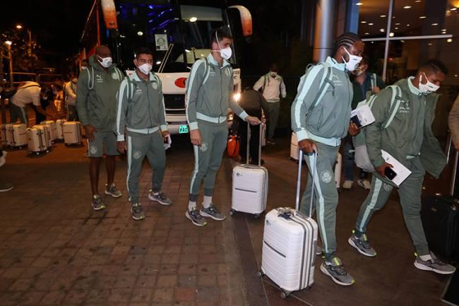 Jogadores do Palmeiras durante desembarque para disputa da Libertadores, em Quito -