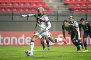 Com 6 gols, Gabigol é o artilheiro da Libertadores -