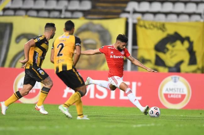 Yuri Alberto, do Internacional, durante partida contra o Deportivo Táchira, na Venezuela -