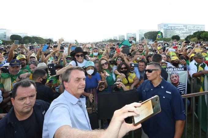 O presidente Jair Bolsonaro participa de ato na Esplanada dos Ministérios, em Brasília – 15/05/2021
