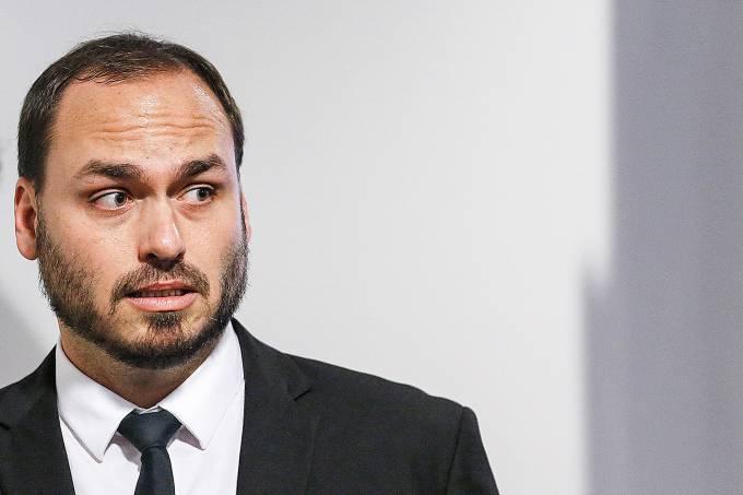 Filho de Bolsonaro deixa transiÁ¿o apÛs desavenÁa