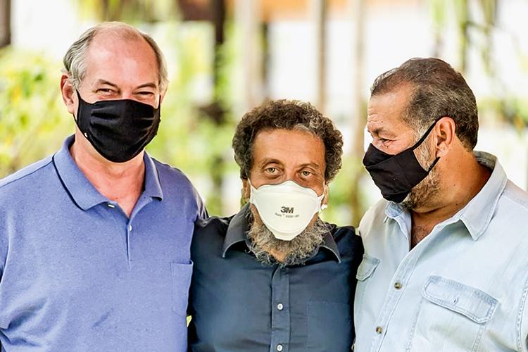 REAÇÃO- Ciro Gomes, com João Santana e Carlos Lupi, presidente do PDT: críticas a Lula -