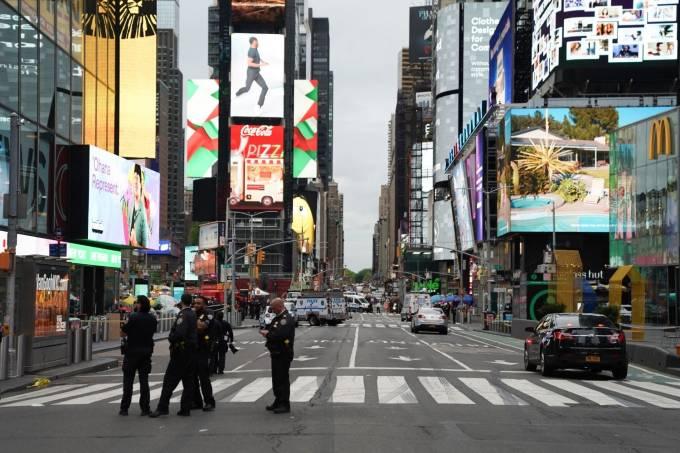 Times Square foi interditada após pessoas serem baleadas