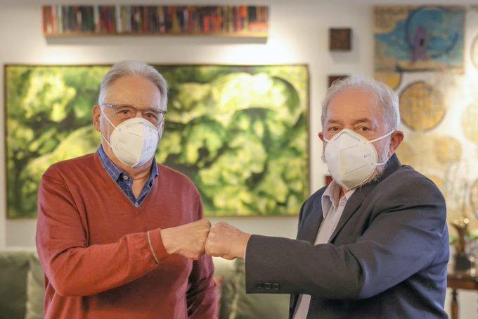 Os ex-presidentes Fernando Henrique Cardoso e Luiz Inácio Lula da Silva