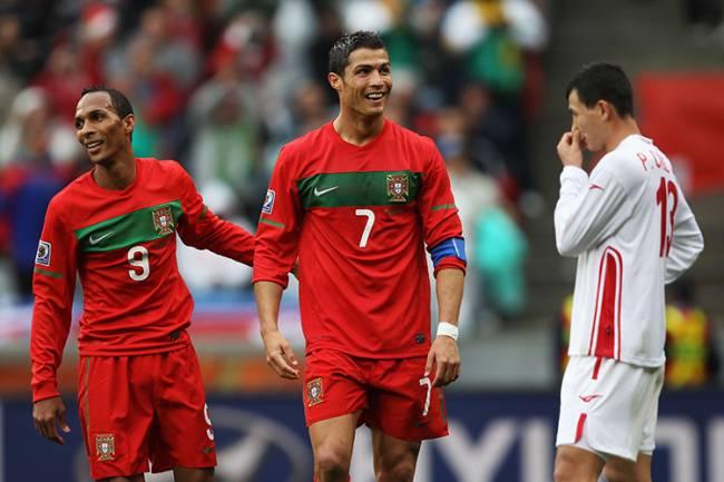 Liedson e Cristiano Ronaldo juntos por Portugal na Copa do Mundo de 2010, na África do Sul -