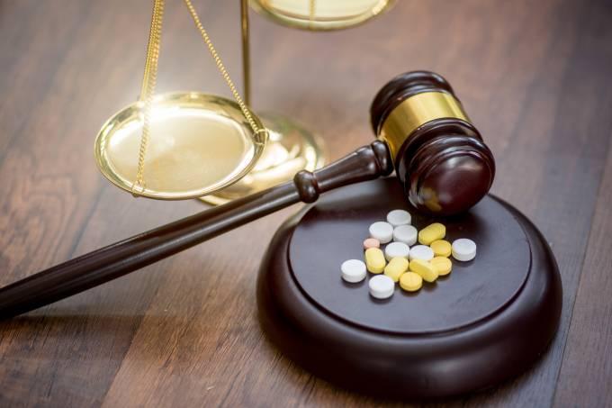 Forensic Medicine. Drug fraud. Illicit drug trafficking. Medicine and law. Trial on medics