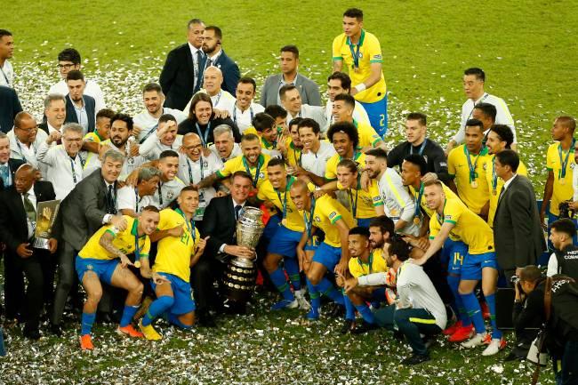 Jogadores da seleção brasileira na comemoração do título da última edição, em 2019 -