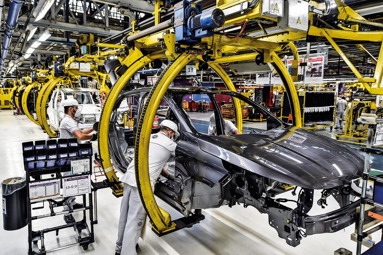 PRODUTIVIDADE -Fábrica de automóveis em Minas Gerais: atitudes erráticas desestimulam os investimentos -