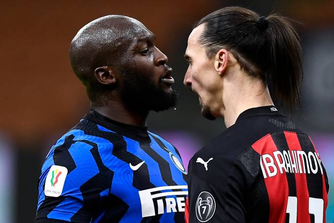 Romelu Lukaku e Zlatan Ibrahimovic se desentendem em clássico entre Inter e Milan