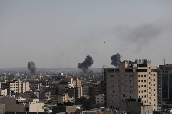 Israeli fighter jets continue to pound Gaza Strip