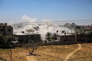 Fumaça vista após ataque aéreo israelense na região de Rafah, Gaza. 18/05/2021
