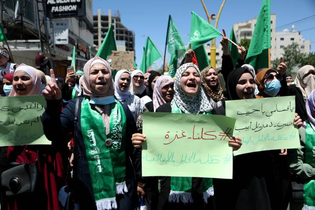 Mulheres palestinas protestam em Hebron contra ofensiva israelense em Gaza. 18/05/2021
