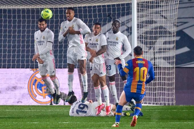 Messi durante Barcelona e Real Madrid
