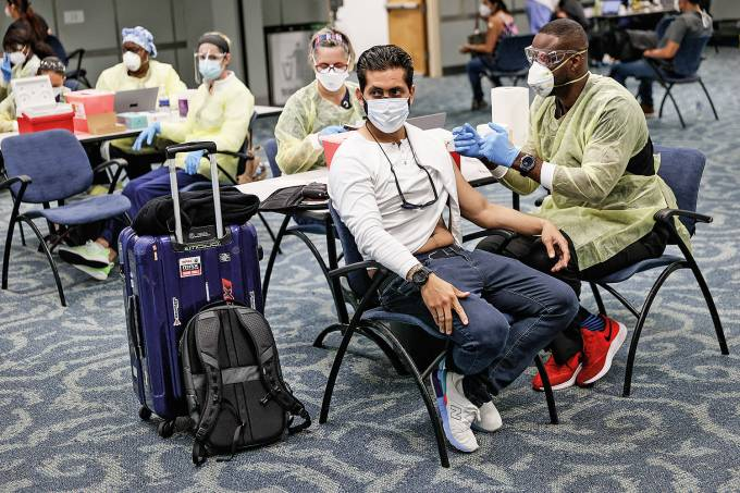 Miami-Dade County Host Pop-Up COVID-19 Vaccination Site At Miami International Airport