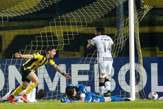 Canário comemora gol contra o Corinthians