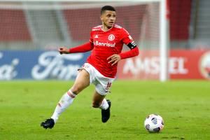 O capitão do Internacional Taison em partida pela Copa Libertadores -