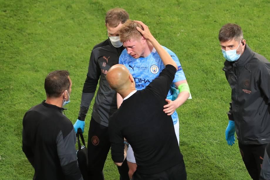 Kevin De Bruyne deixou o jogo com uma lesão no rosto após choque com Rudiger