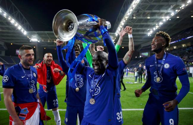 Kanté ergue a taça da Liga dos Campeões