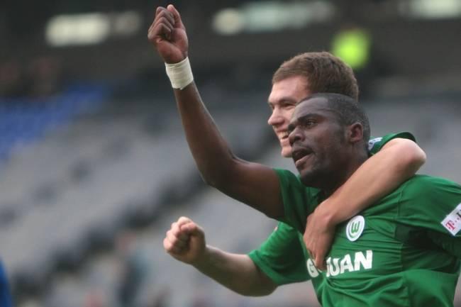 Edin Dzeko e Grafite formaram dupla de ataque goleadora pelo Wolfsburg, em 2008 -