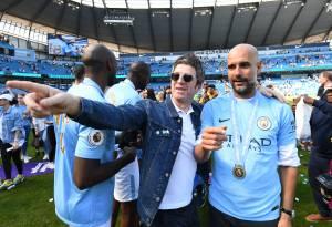 Noel Gallagher e Pep Guardiola na comemoração do título de 2018 -