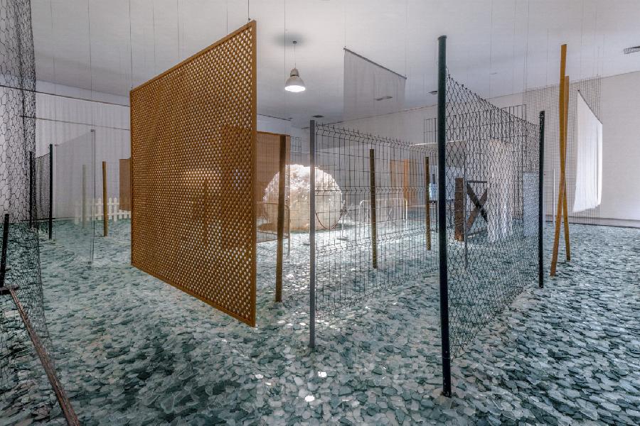 """""""Através"""", de Cildo Meireles, em exposição no Instituto Inhotim."""