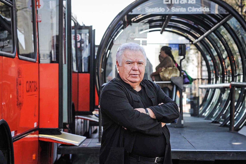 PREMIADO -Prefeito de Curitiba e governador do Paraná: o pai do BRT -