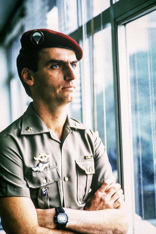 PRISÃO -O capitão Bolsonaro, em 1986: artigo reivindicando aumento de salário e planos de atentado terrorista -