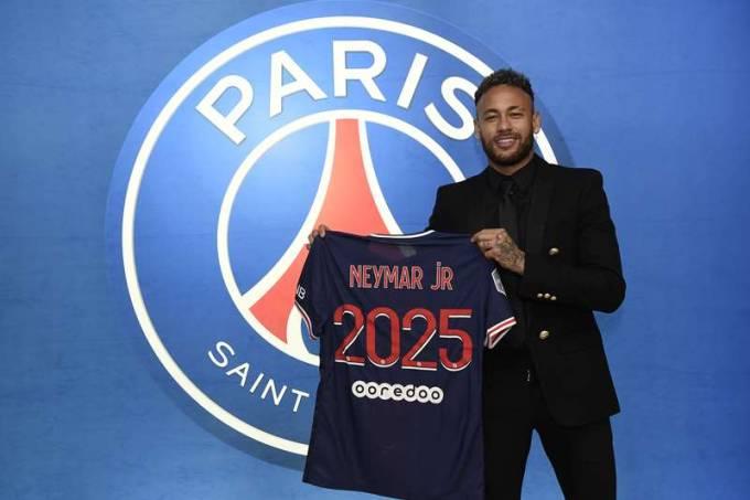 Neymar prorroga contrato com o PSG até 2025
