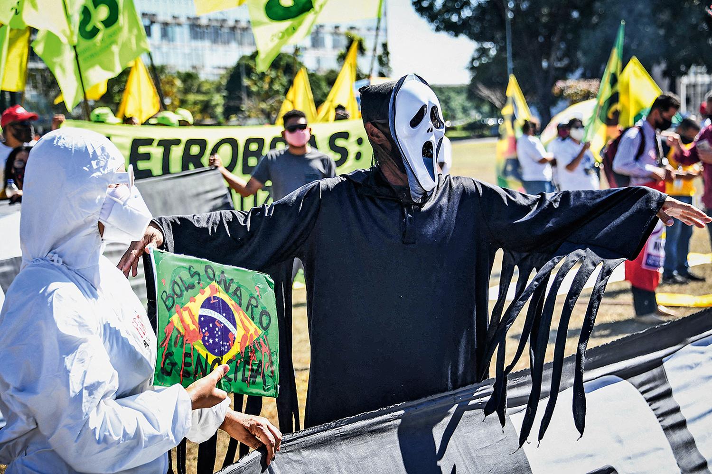 PÂNICO -Brasília, quarta-feira, dia 26: sindicatos criticam combate à pandemia e pedem auxílio emergencial de 600 reais -