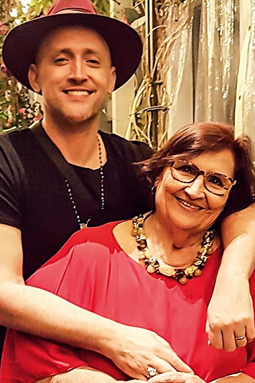 MUSA -Com a mãe, Déa: briguenta, exagerada, amorosa e fonte de inspiração -