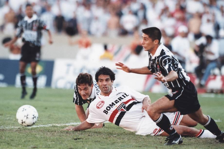 Sylvinho, Gamarra, e Rai durante a finalíssima do Campeonato Paulista, no Estádio do Morumbi -