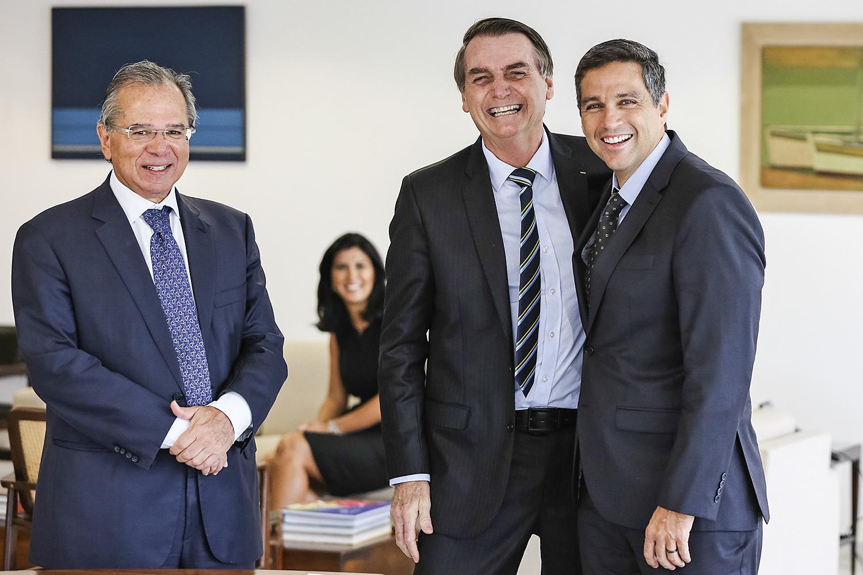 AMIGOS -Guedes, Bolsonaro e Campos Neto: 100% alinhado com o ministro -