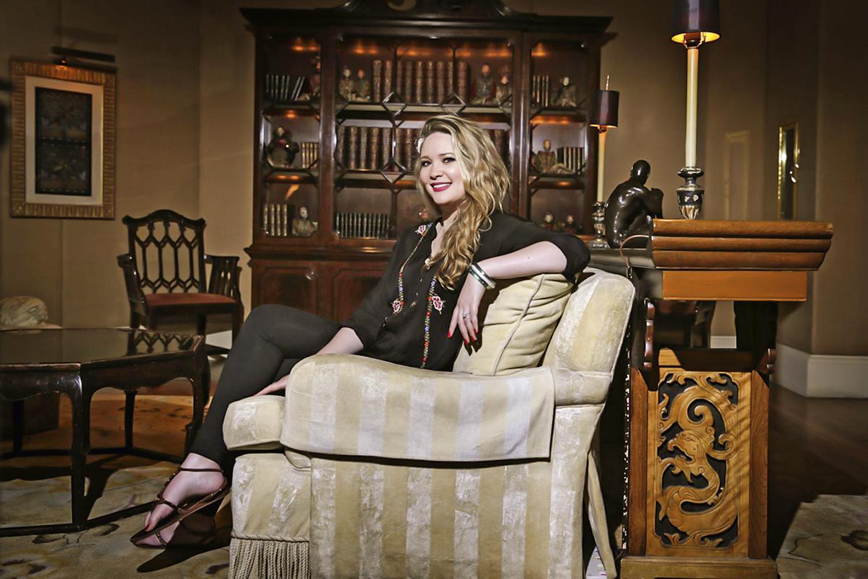 FENÔMENO -Sarah J. Mass: sua saga é um Game of Thrones açucarado que faz sucesso mundial e vai virar série de TV -