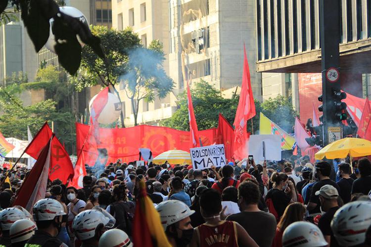 Movimentação na Avenida Paulista durante manifestação contra Jair Bolsonaro, em São Paulo -