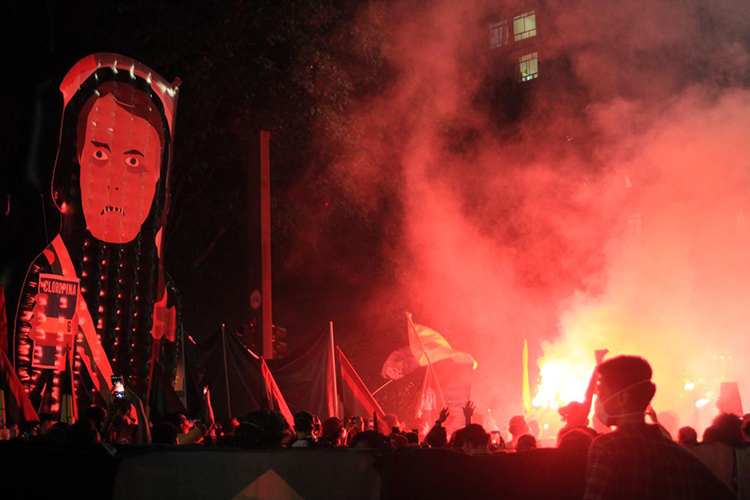 Boneco inflável em alusão a Jair Bolsonaro durante manifestação, em São Paulo -