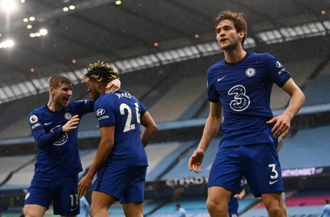 Marcos Alonso, Reece James e Timo Werner comemoram gol do Chelsea