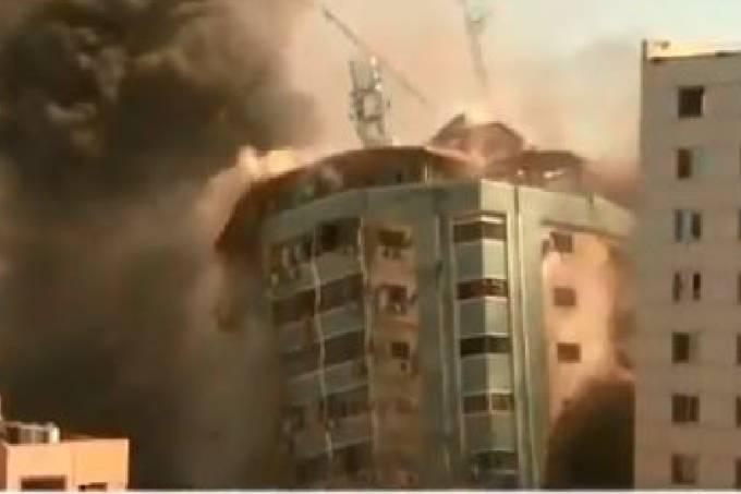 Vídeo mostra momento em que prédio desaba na Faixa de Gaza