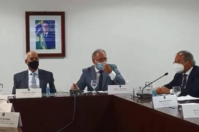 Os ministros Luiz Eduardo Ramos (Casa Civil), Marcelo Queiroga (Saúde) e Paulo Guedes (Economia) participam de reunião da Conselho de Saúde Suplementar, no dia 27 de abri de 2021