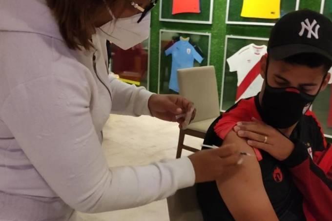 Elenco do Atlético Goianiense recebeu a vacina em hotel de Assunção