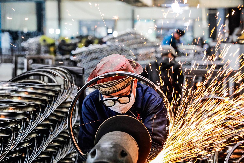 FÁBRICA DO MUNDO -Indústria chinesa: mão de obra barata começa a faltar -