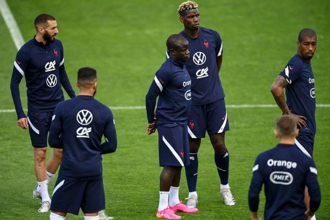 Karim Benzema, N'Golo Kante, Paul Pogba e Presnel Kimpembe durante treino da França pela Euro -