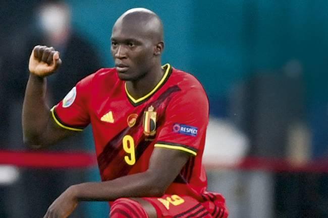 PROTESTO - Romelu Lukaku: o belga diz ver o preconceito no futebol em seu auge -