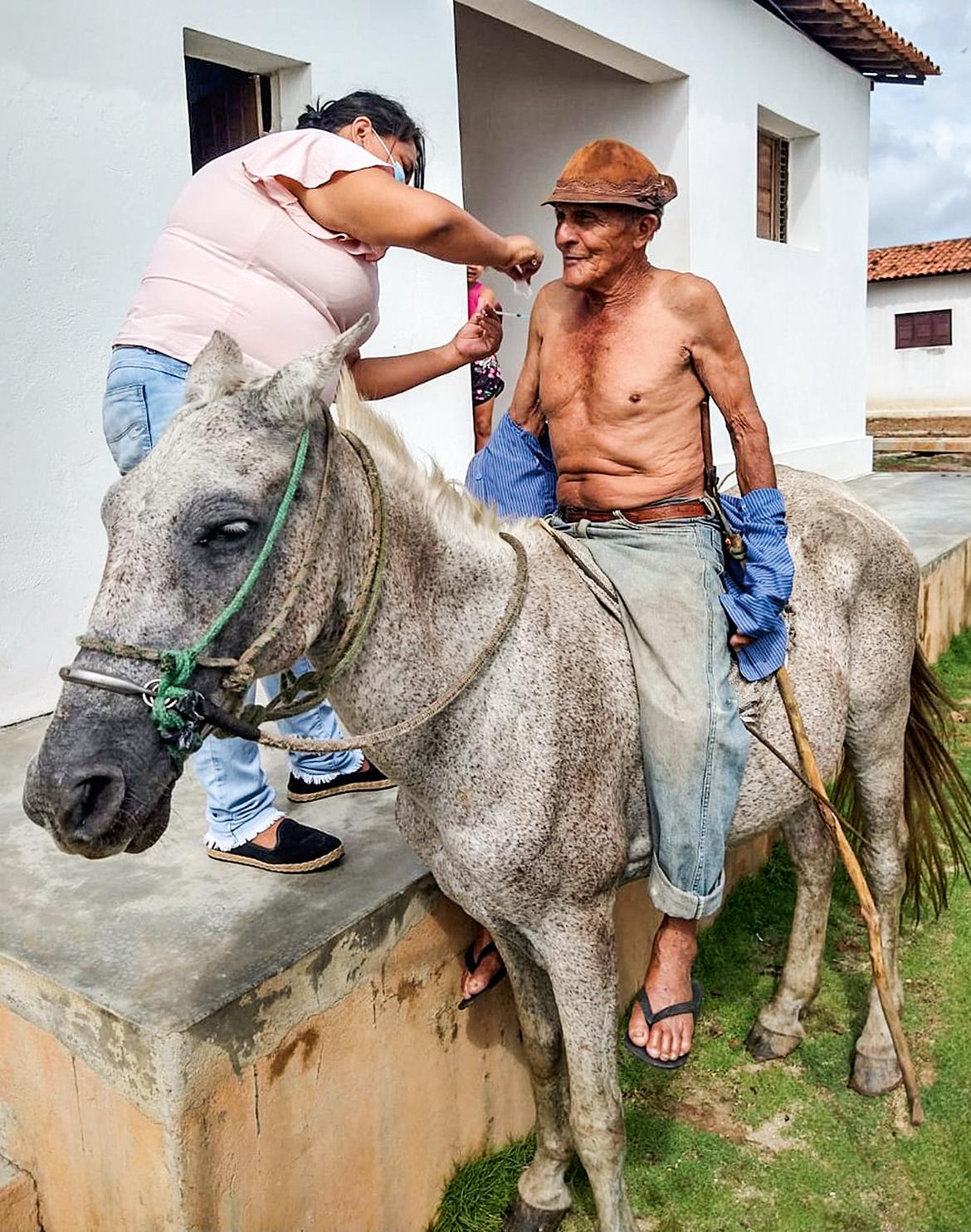PRESSA- Idoso no interior da Paraíba: esforço para acelerar a distribuição -