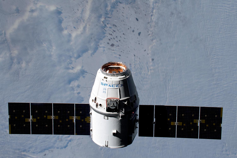 NAVE DA SPACEX - No ar: o setor privado deu novo impulso à corrida espacial -