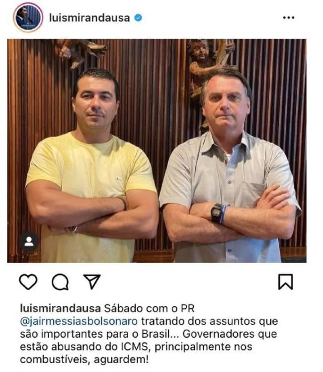 Jair Bolsonaro e o deputado Luis Miranda posaram juntos depois da reunião do sábado 20 de março no Palácio da Alvorada